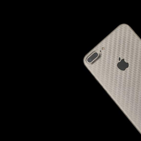 Folie iPhone 7 Plus pentru spate din material TPU textura carbon