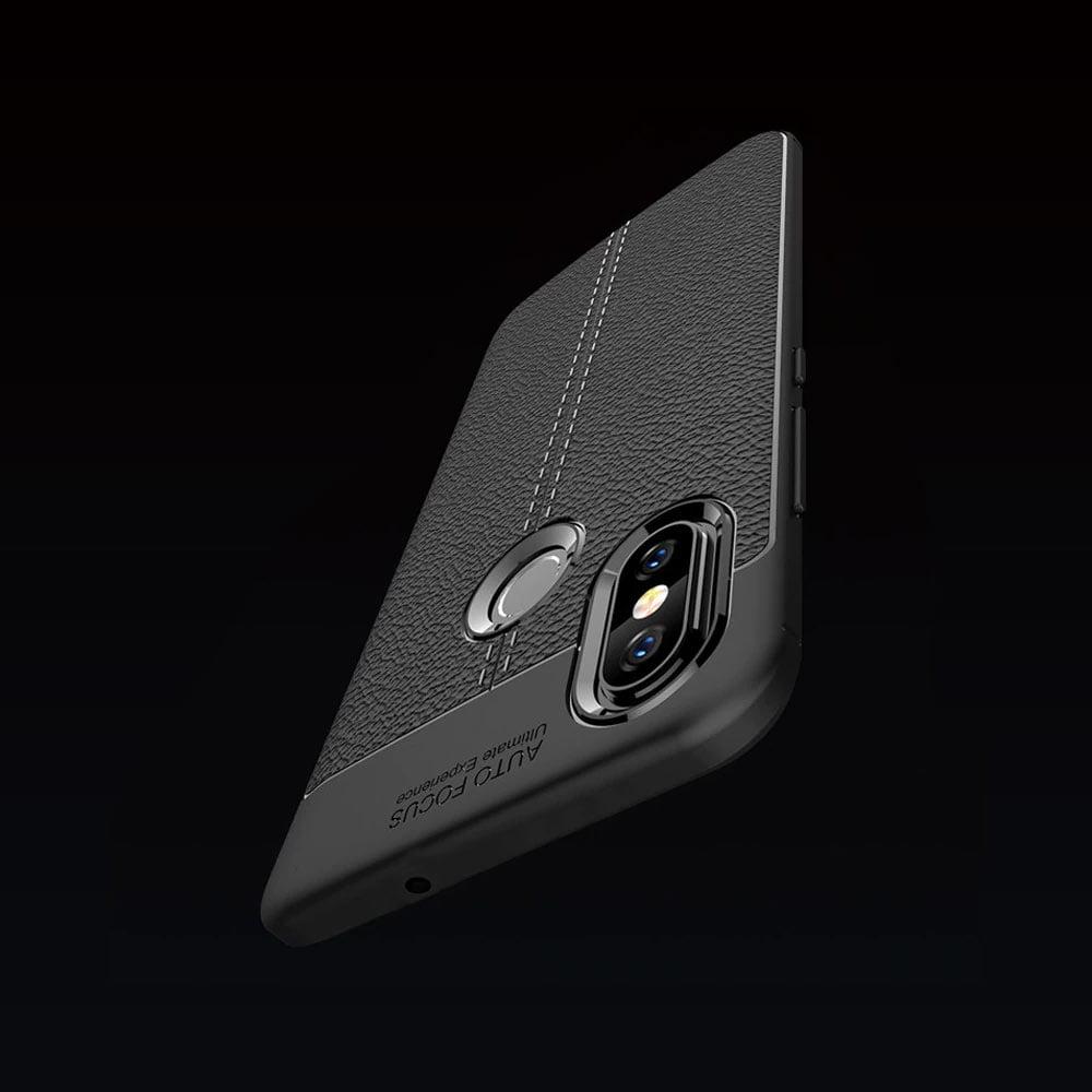 Husa Xiaomi Mi 8 premium construita din TPU cu textura de piele neagra
