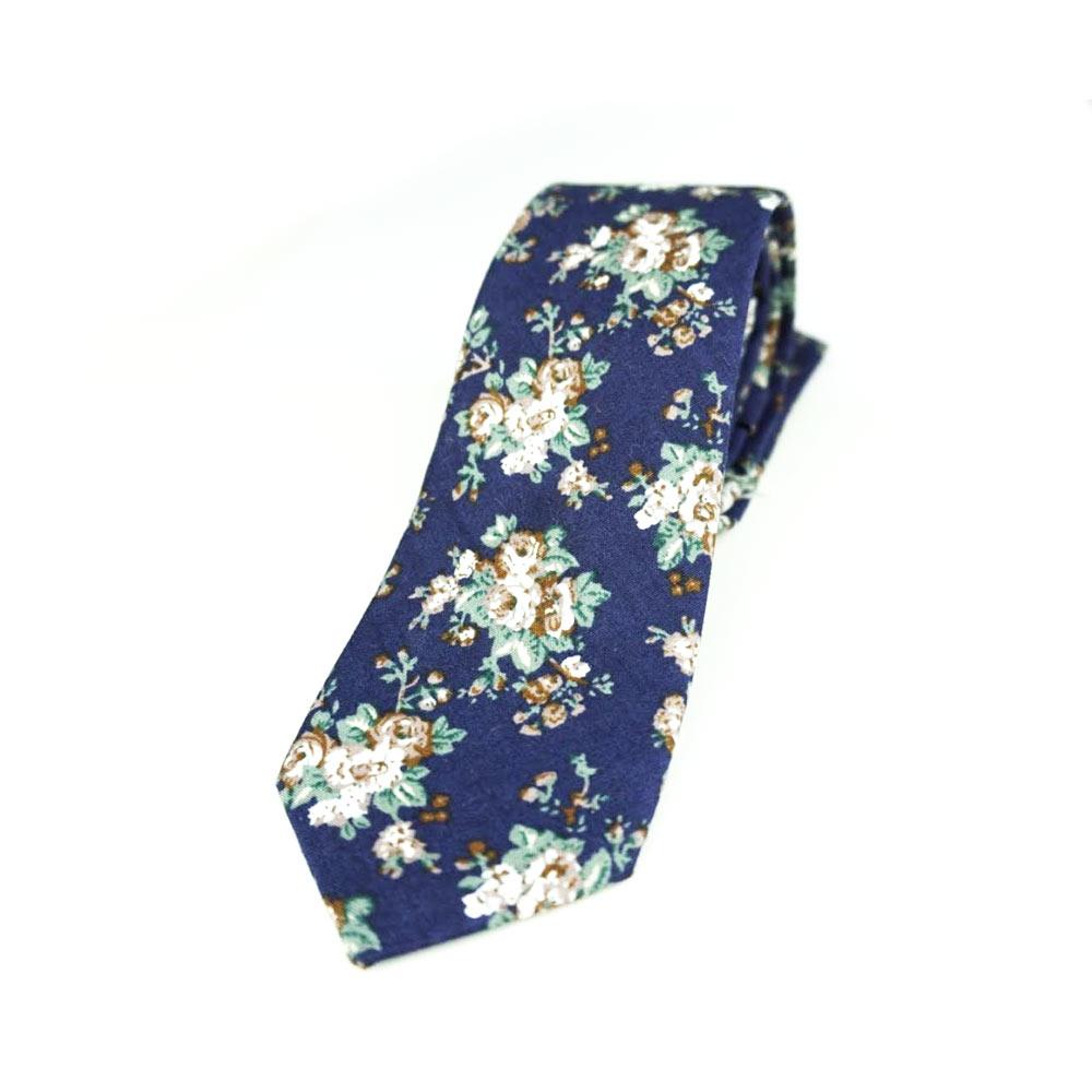 Cravata florala din material textil cu o latime de 6 cm